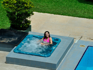 Hotel With Swimming Pool Near Colombo International Airport