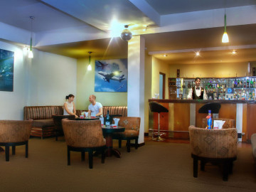 Pina-Colada-Lobby-Lounge-Bar-at-Ramada-Katunayaka