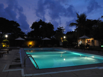 Swimming-Pool-at-Ramada-Katunayake-by-Night
