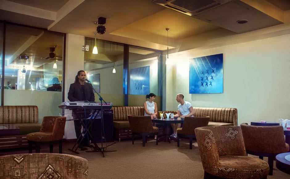Live-band-Music-at-the-Lobby-Lounge-Bar-Ramada-Katunayake