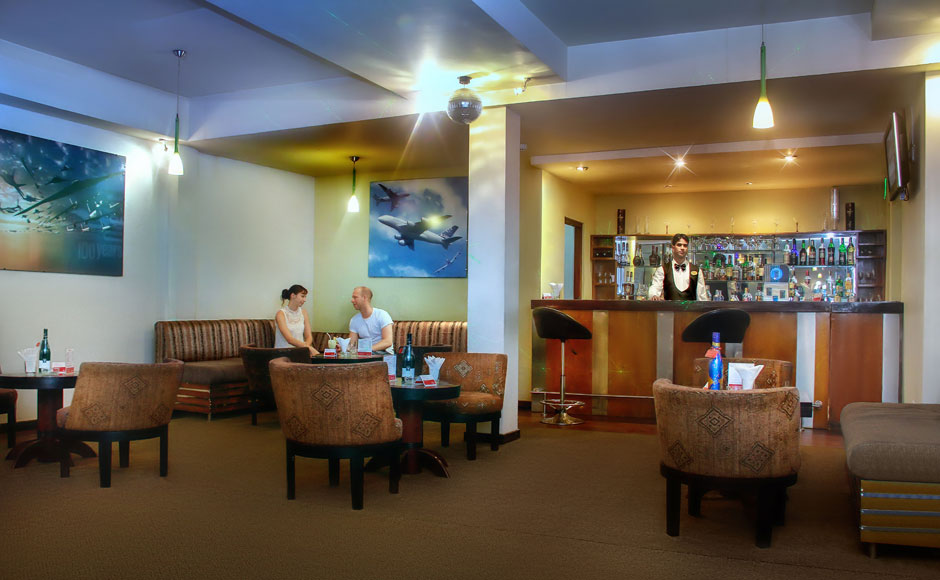 Pina-Colada-Lobby-Lounge-Bar-at-Ramada-Katunayaka