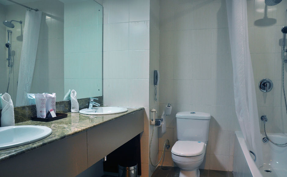 Ramada-Katunayake-Superdeluxe-BathRooms-Seeduwa