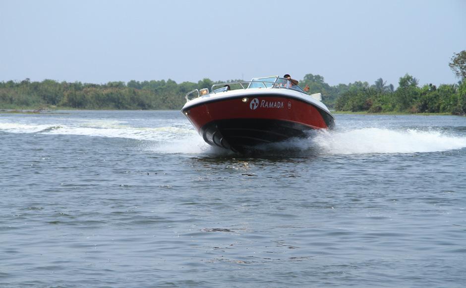 negombo-Lagoon-Sri-Lanka-Boat-Rides-Ramada-Katunayake